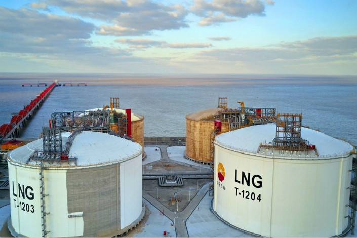 China's LNG imports growth falls as economy slows